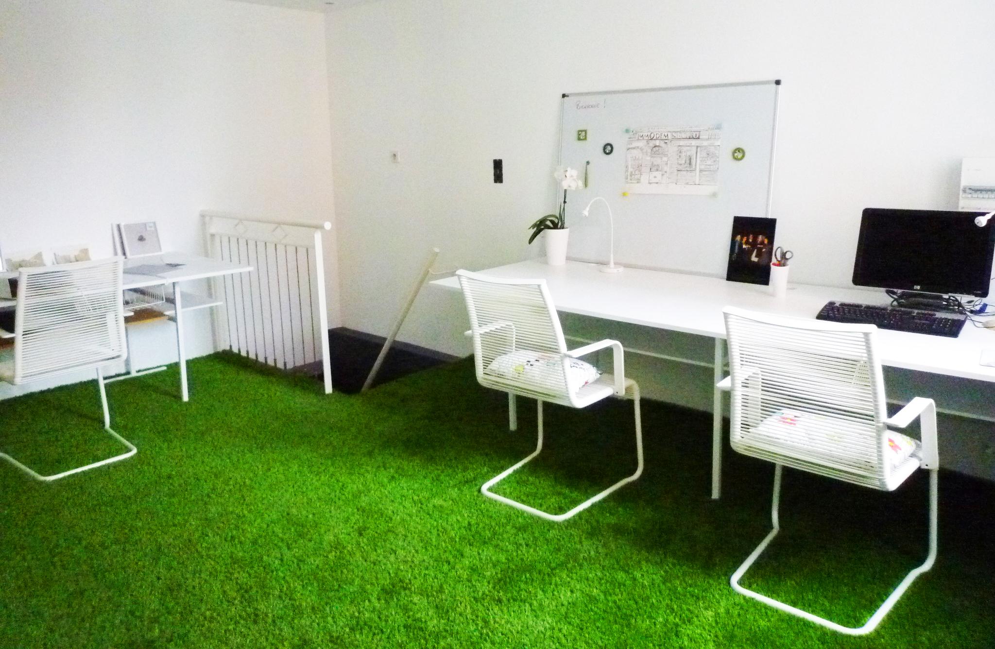 Bureaux de Decod'art Design, pelouse synthétique